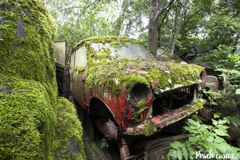 Hřbitov aut (mix)