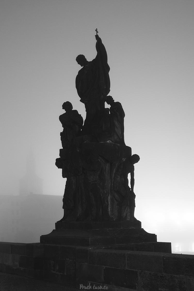 Socha na Karlově mostě